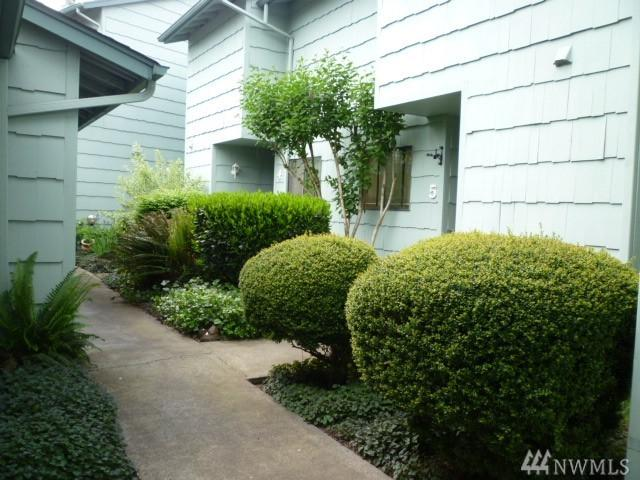 2353 40th Ave #5, Longview, WA 98632 (#1289930) :: Homes on the Sound