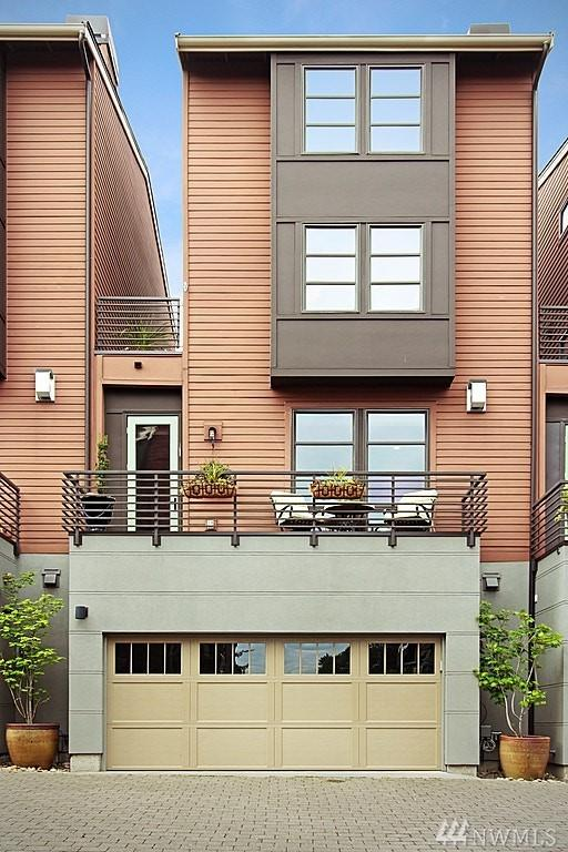 3205 W Lynn St, Seattle, WA 98199 (#1292474) :: Homes on the Sound