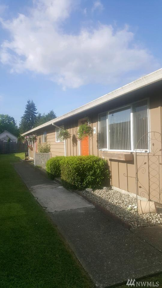 161 & 163 134th St E, Tacoma, WA 98445 (#1296630) :: Kwasi Bowie and Associates