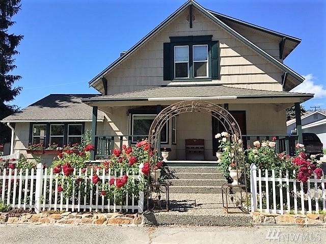 425 E Chelan Ave, Chelan, WA 98816 (#1311734) :: Nick McLean Real Estate Group