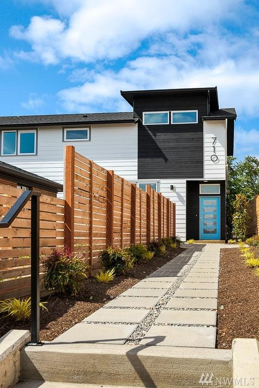 710 N 77th St, Seattle, WA 98103 (#1314054) :: Homes on the Sound