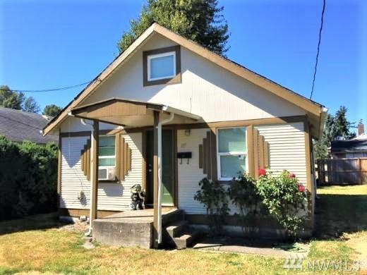 105 Ineer, Kelso, WA 98626 (#1336724) :: Homes on the Sound