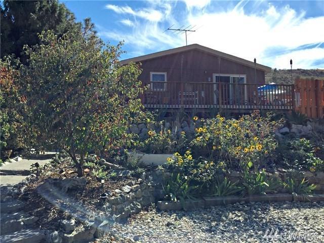 2208 W High St, Chelan, WA 98816 (#1341382) :: Keller Williams - Shook Home Group