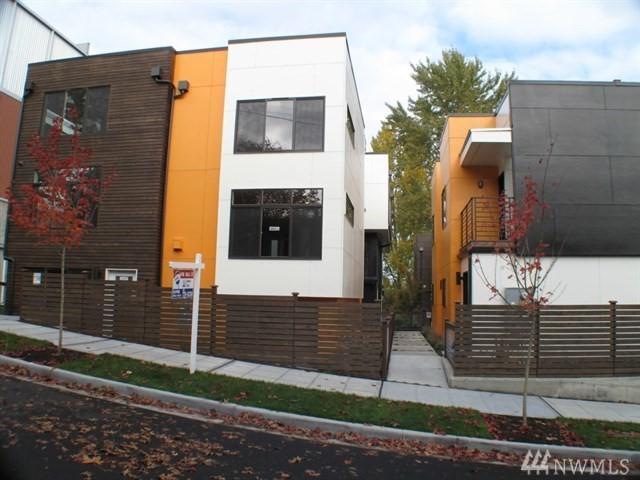 2126 NE 89th St, Seattle, WA 98115 (#1341967) :: The DiBello Real Estate Group