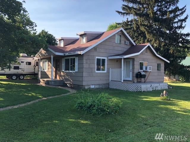 218 7th St E, Tonasket, WA 98855 (#1343069) :: Better Homes and Gardens Real Estate McKenzie Group