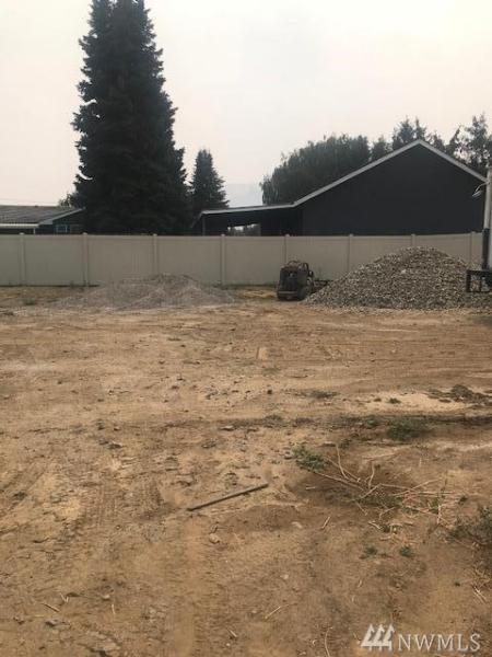 183 Pershing Cir, Wenatchee, WA 98801 (#1347678) :: Beach & Blvd Real Estate Group