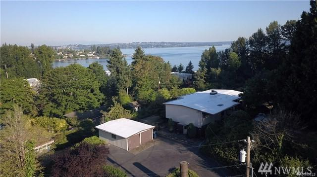 10220 NE 43rd St, Kirkland, WA 98033 (#1348456) :: Canterwood Real Estate Team