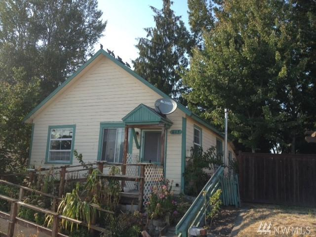 645 W Main St, Sumner, WA 98390 (#1357757) :: Homes on the Sound