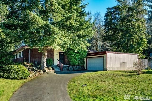 1250 147th Ave SE, Bellevue, WA 98007 (#1360138) :: Homes on the Sound