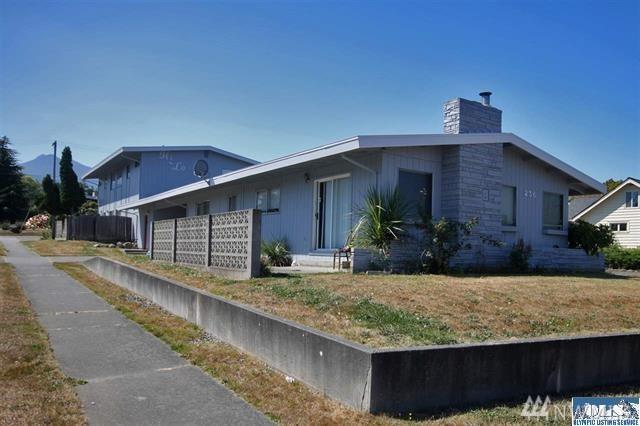 236 E Laurisden Blvd, Port Angeles, WA 98362 (#1361782) :: The Vija Group - Keller Williams Realty