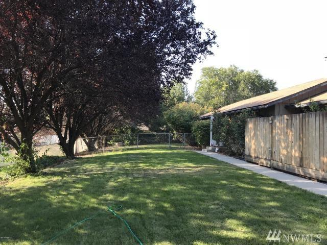 4801 E Hillcrest Dr, Yakima, WA 98901 (#1362386) :: Real Estate Solutions Group
