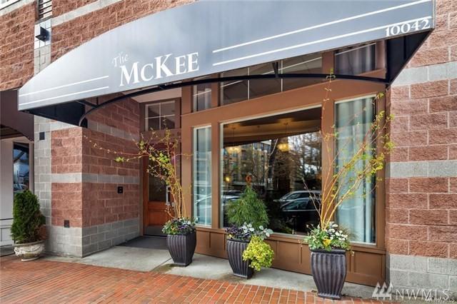 10045 NE 1st St #127, Bellevue, WA 98004 (#1371224) :: Real Estate Solutions Group