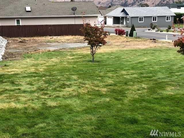 216 Village Dr, Manson, WA 98831 (#1373083) :: Chris Cross Real Estate Group