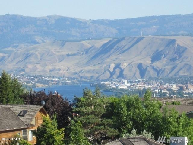 140 Tarn Place, Wenatchee, WA 98801 (#1377584) :: Kimberly Gartland Group