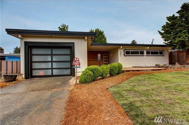 9251 29th Ave SW, Seattle, WA 98126 (#1379073) :: McAuley Real Estate