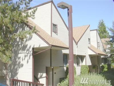 14530 NE 44th Street L 4, Bellevue, WA 98007 (#1386048) :: The DiBello Real Estate Group