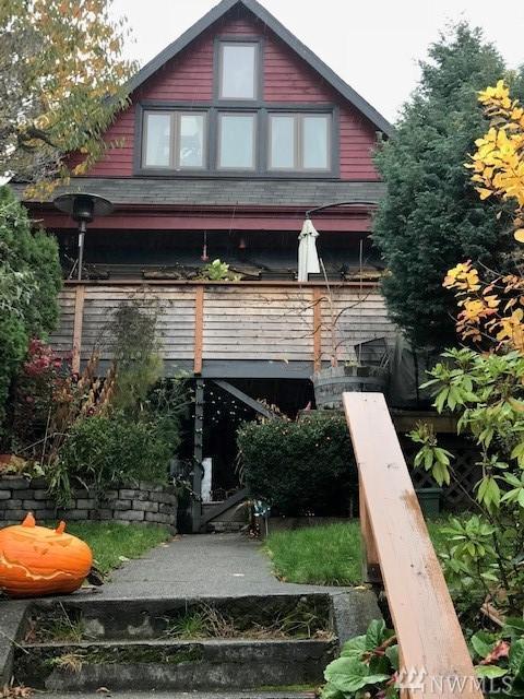 1910 8th Ave W, Seattle, WA 98119 (#1387520) :: The DiBello Real Estate Group