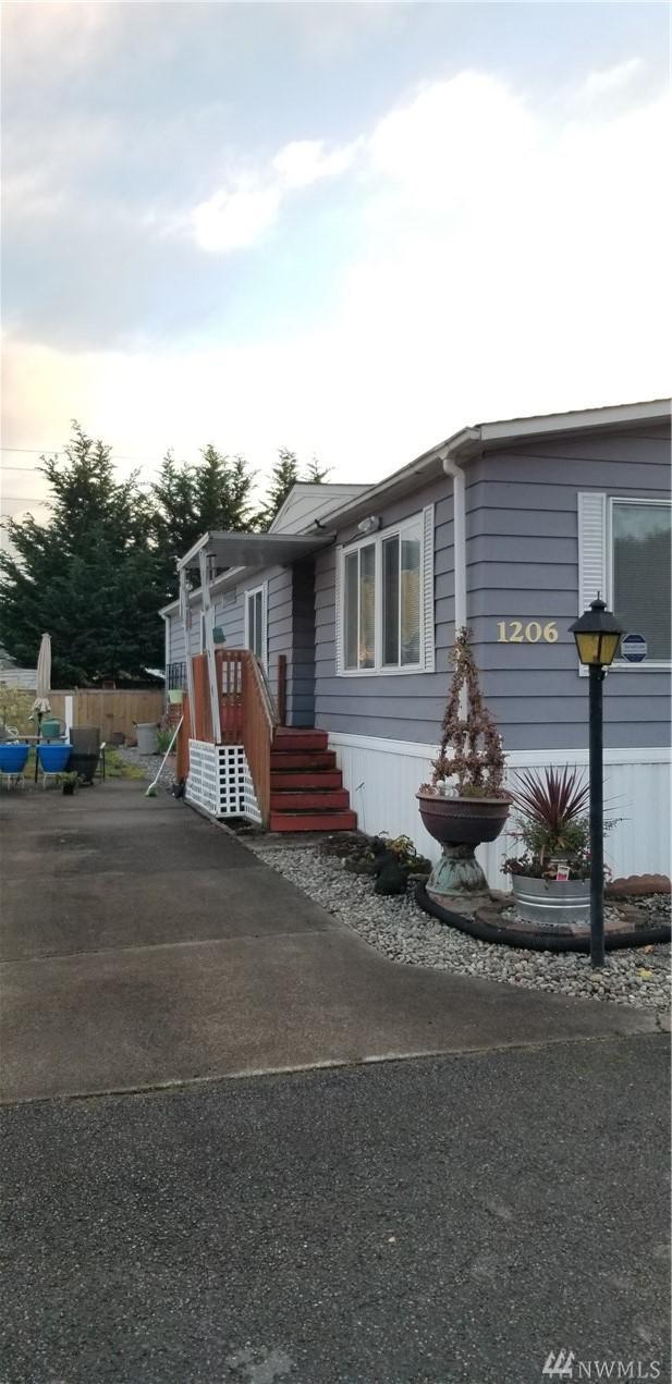 1206 98th St E, Tacoma, WA 98445 (#1387557) :: Beach & Blvd Real Estate Group