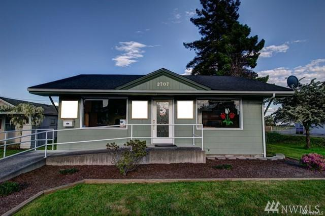 2707 Commercial Ave, Anacortes, WA 98221 (#1389520) :: The Craig McKenzie Team