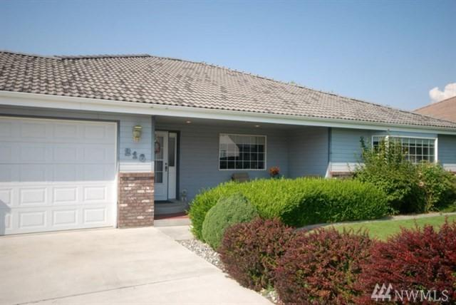 216 E Tanglewood, Moses Lake, WA 98837 (#1390016) :: The Royston Team