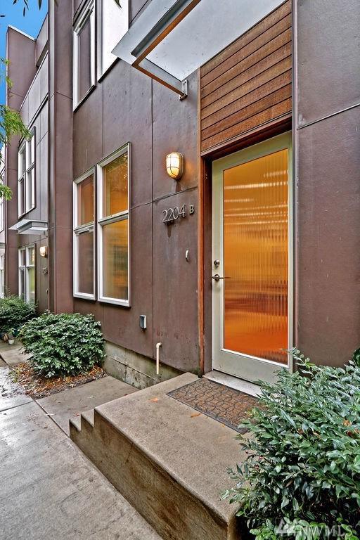 2204 California Ave SW B, Seattle, WA 98116 (#1390311) :: Kimberly Gartland Group