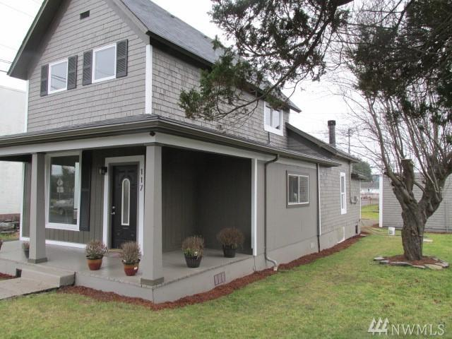 117 G St, Cosmopolis, WA 98537 (#1399655) :: Homes on the Sound