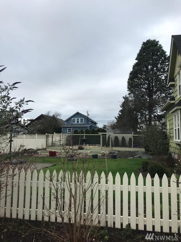2323 D St, Bellingham, WA 98225 (#1403506) :: McAuley Homes