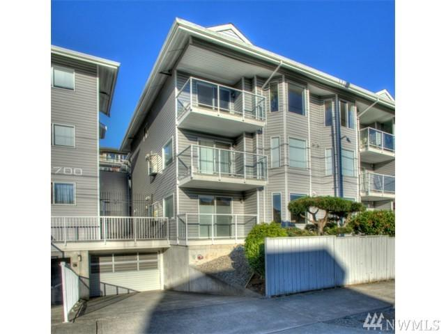 1700 12th Ave S #205, Seattle, WA 98144 (#1412536) :: Keller Williams - Shook Home Group