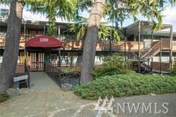 3200 W Commodore Way #206, Seattle, WA 98199 (#1423137) :: Alchemy Real Estate