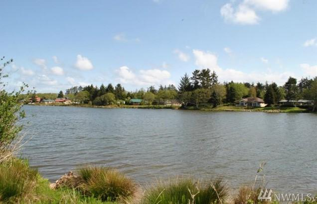 778 Falls Of Clyde Lp SE, Ocean Shores, WA 98569 (#1428479) :: Crutcher Dennis - My Puget Sound Homes