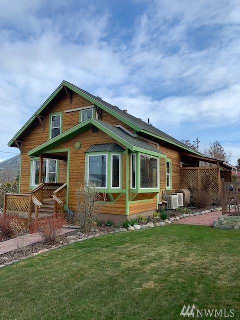 203 E Third St, Tonasket, WA 98855 (#1438871) :: Chris Cross Real Estate Group