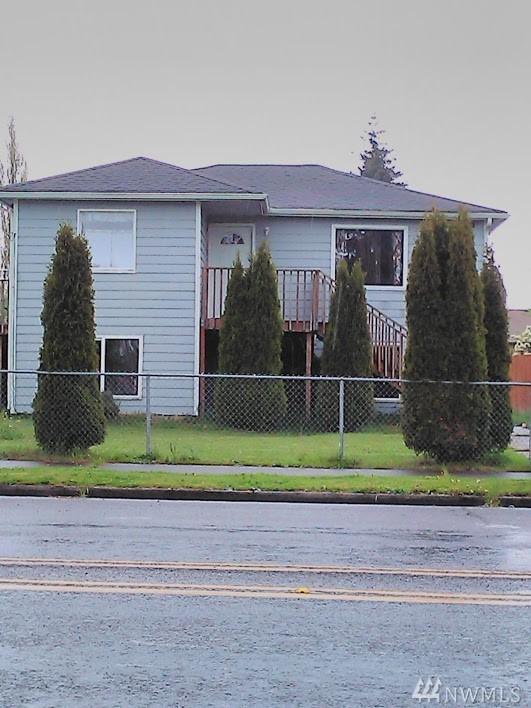 1401 E 56th Street, Tacoma, WA 98404 (#1439451) :: Northern Key Team