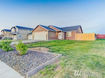 717 Rockport St, Moses Lake, WA 98837 (#1451048) :: Ben Kinney Real Estate Team