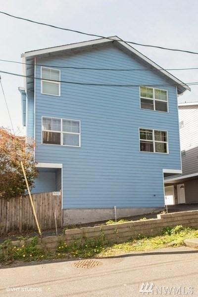 10717 Burke Ave N E, Seattle, WA 98133 (#1451735) :: Ben Kinney Real Estate Team