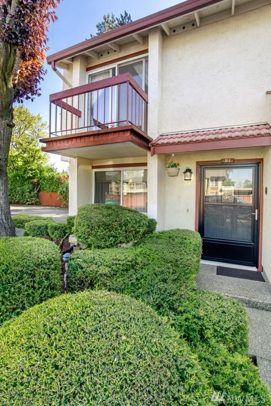 328 9th Ave SE B1, Puyallup, WA 98372 (#1458714) :: Real Estate Solutions Group