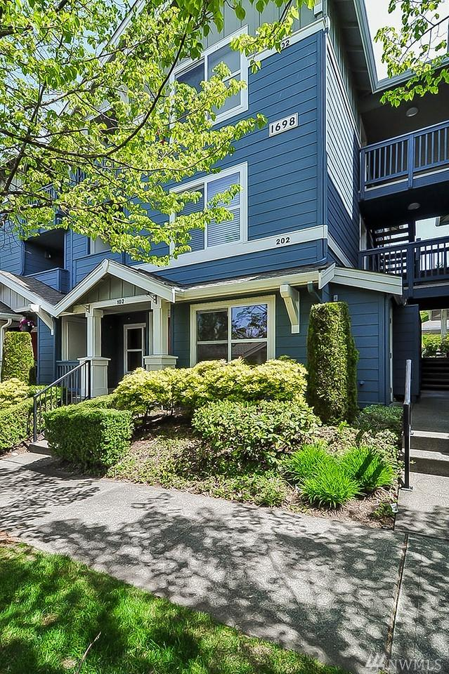 1698 25th Place NE #302, Issaquah, WA 98029 (#1459125) :: Tribeca NW Real Estate