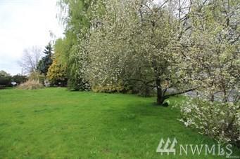 1301-B W Stewart, Puyallup, WA 98371 (#1470912) :: Keller Williams Realty