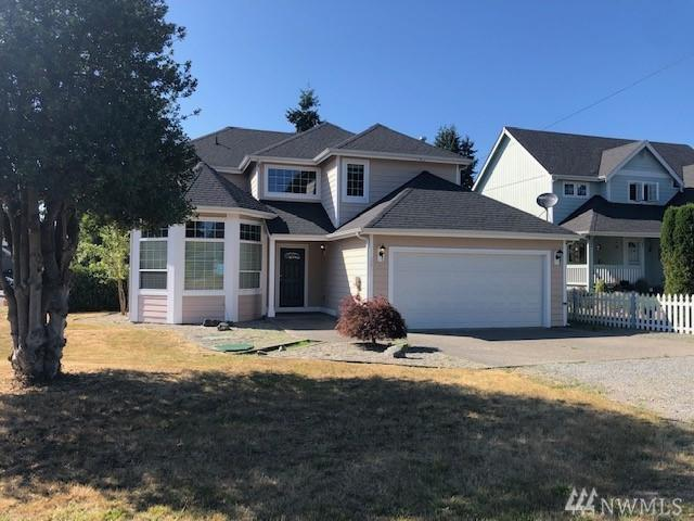 201 3rd St NE, Yelm, WA 98597 (#1493523) :: Real Estate Solutions Group