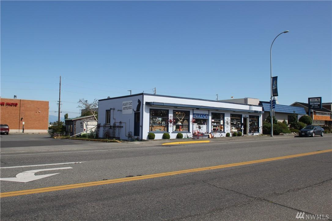 1717 Commercial Ave - Photo 1