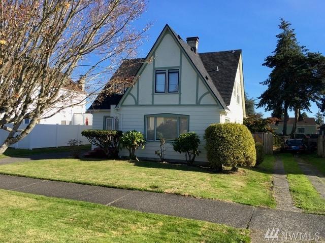807 1 St St, Hoquiam, WA 98550 (#1497410) :: Ben Kinney Real Estate Team