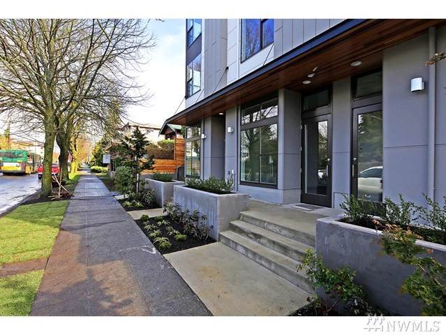 4044 California Ave SW A, Seattle, WA 98116 (#1499573) :: The Kendra Todd Group at Keller Williams