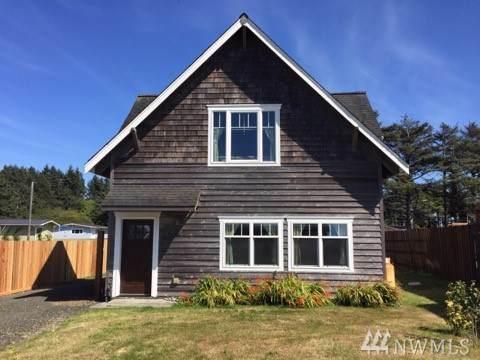 34 N 1st St, Pacific Beach, WA 98571 (#1512611) :: Ben Kinney Real Estate Team