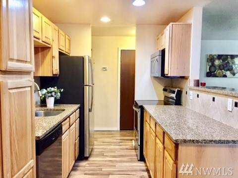 15142 65th Ave S #402, Tukwila, WA 98188 (#1519625) :: Northern Key Team