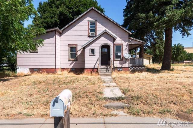 704 W 2nd St, Waitsburg, WA 99361 (#1524850) :: Keller Williams Western Realty