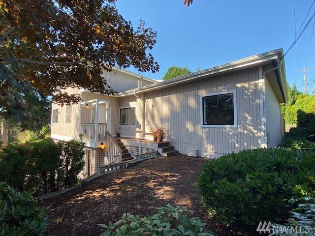 10601 Sand Point Wy NE, Seattle, WA 98125 (#1537606) :: Real Estate Solutions Group