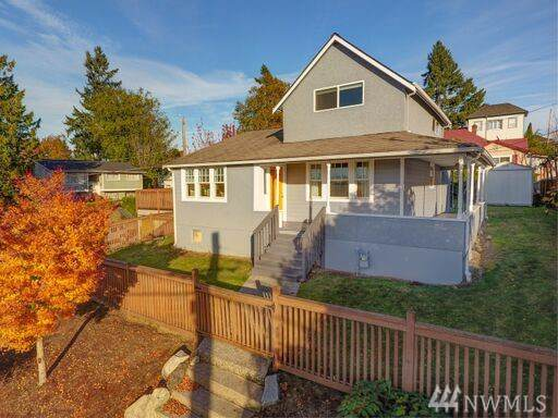4902 42nd Ave S, Seattle, WA 98118 (#1538172) :: Real Estate Solutions Group