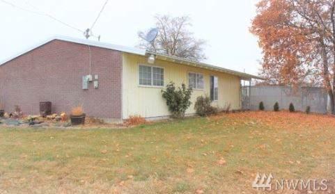 226 Beale Ave, Moses Lake, WA 98837 (#1542597) :: Chris Cross Real Estate Group
