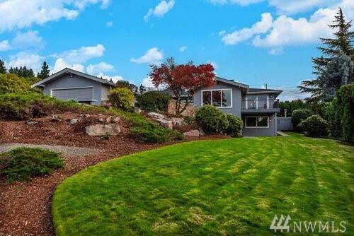 8807 NE 25th Place, Bellevue, WA 98004 (#1556045) :: The Royston Team