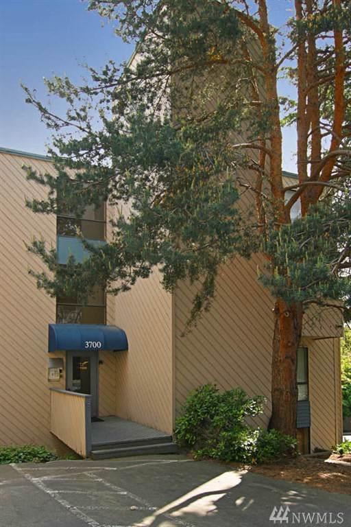 3700 26th Place W #402, Seattle, WA 98199 (#1557977) :: Costello Team