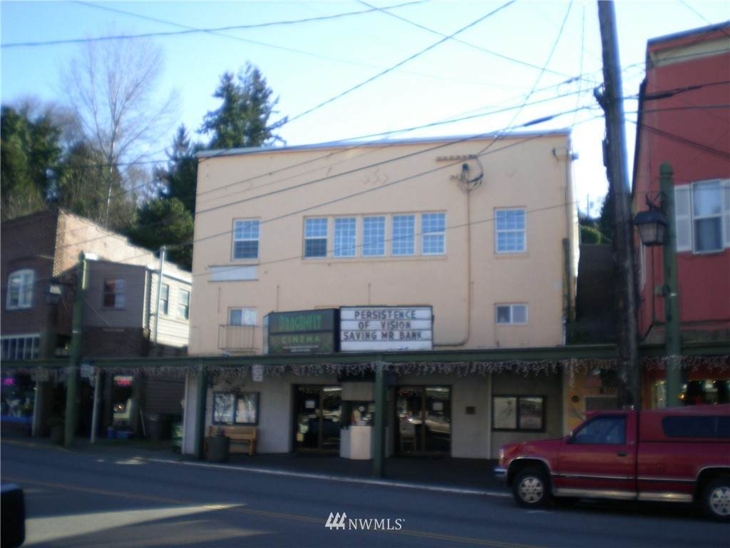820 Bay Street - Photo 1